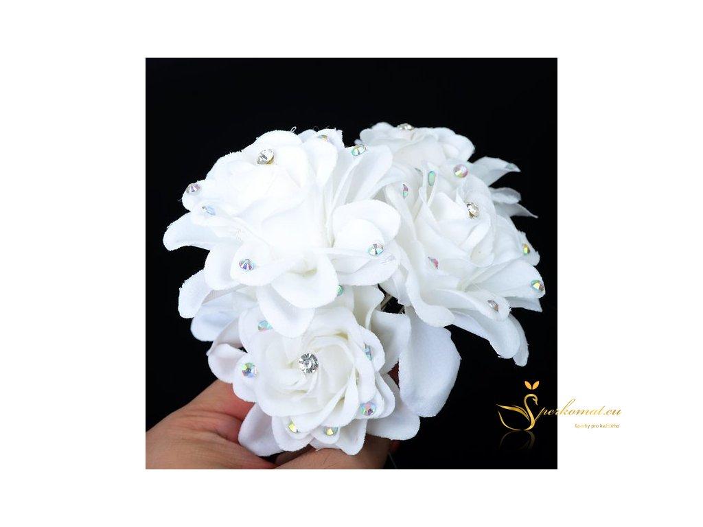 Bílá růže s kamínky