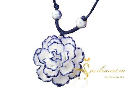 Porcelánový náhrdelník ve tvaru květu
