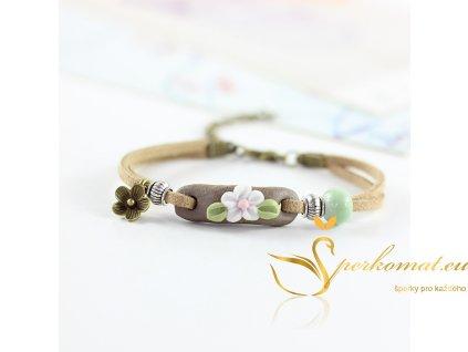 Ručně dělaný keramický náramek s květinou