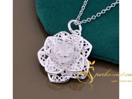 Stříbrný náhrdelník ve tvaru 3D květu