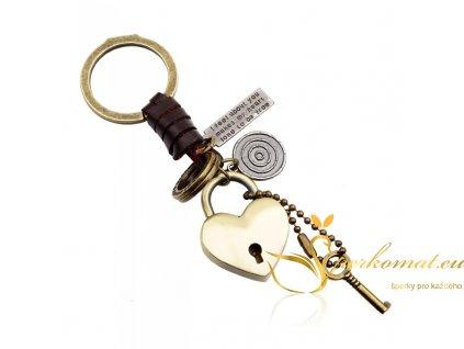 Stylová klíčenka zámek s klíčem.