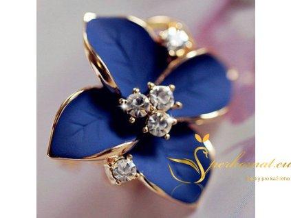 Nádherné náušnice ve tvaru květu. Modrá barva