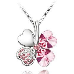 Krásný náhrdeník ve tvaru čtyřlístku. Růžová barva