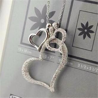 Stříbrný náhrdelník tři srdce