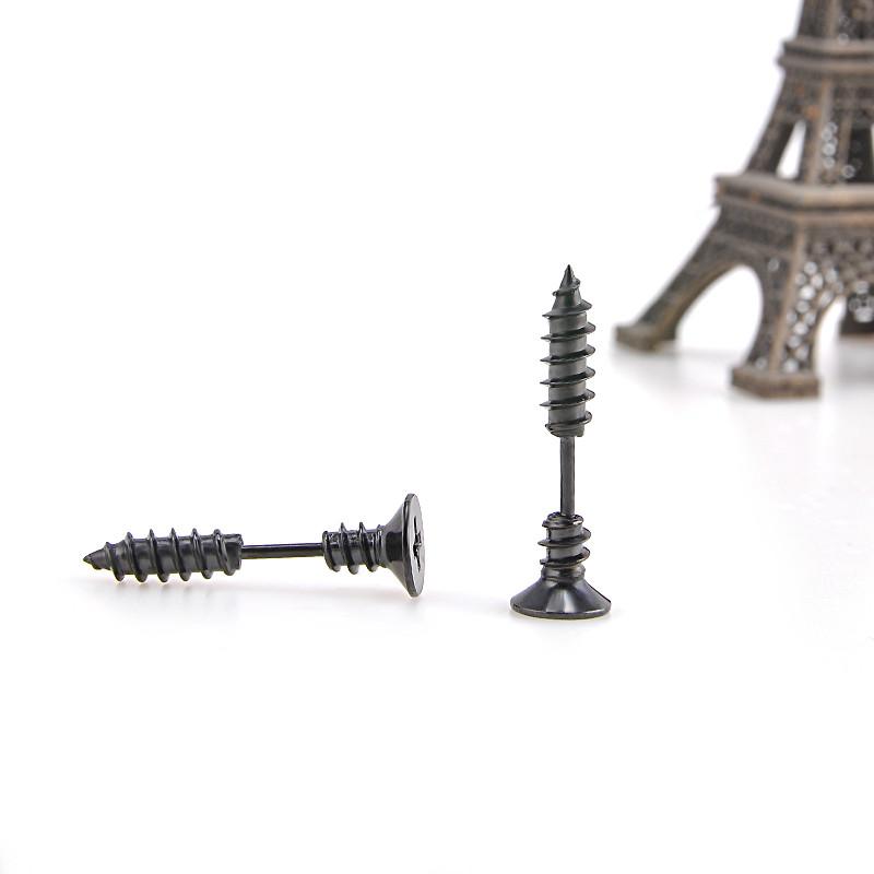 Originální piercing (náušnice) ve tvaru šroubu. Černá barva