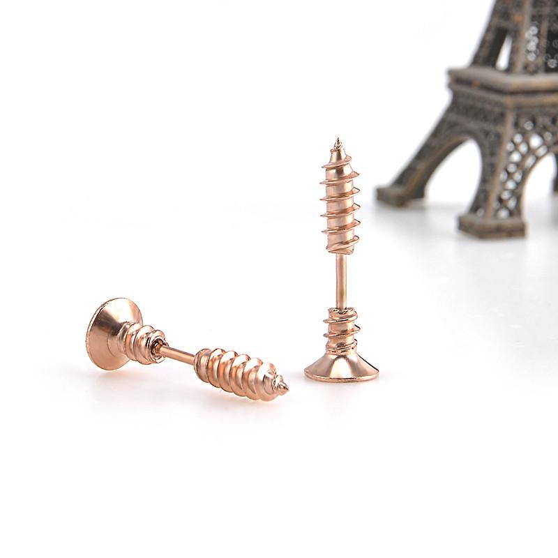 Originální piercing (náušnice) ve tvaru šroubu. Pozlaceno