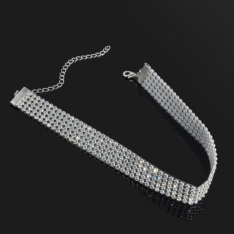 Luxusní stříbrný náhrdelník (choker) posázený kamínky (drahokamy)