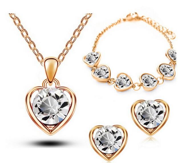 Set náhrdelníku, náušnic a náramku ve tvaru srdce. Zlatý