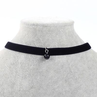 Náhrdelník s přívěškem černá perla.