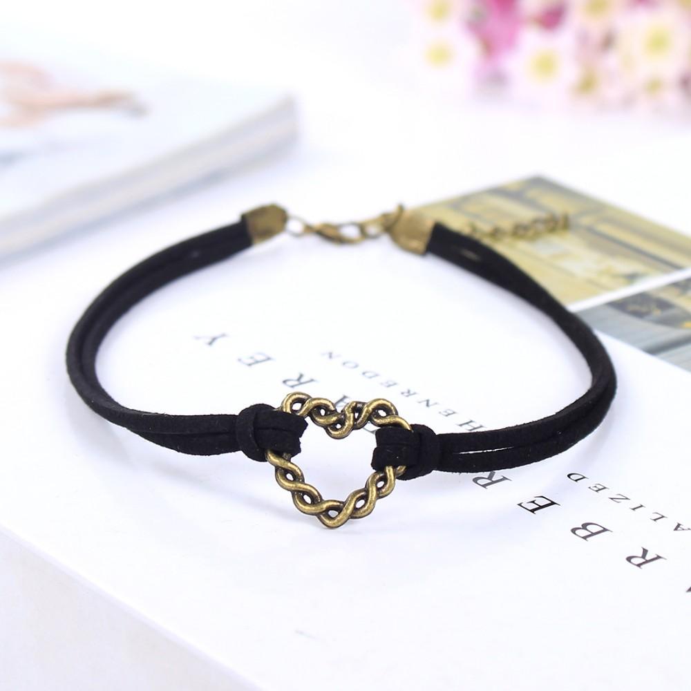 Kožený náhrdelník s přívěškem srdíčko
