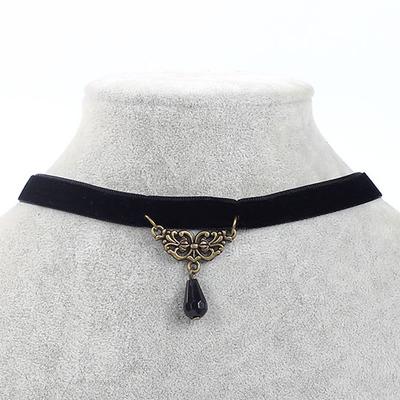 Náhrdelník s přívěškem ve tvaru černého krystalu 2