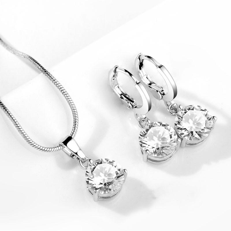 Set náušnice s náhrdelníkem. Bílé kamínky