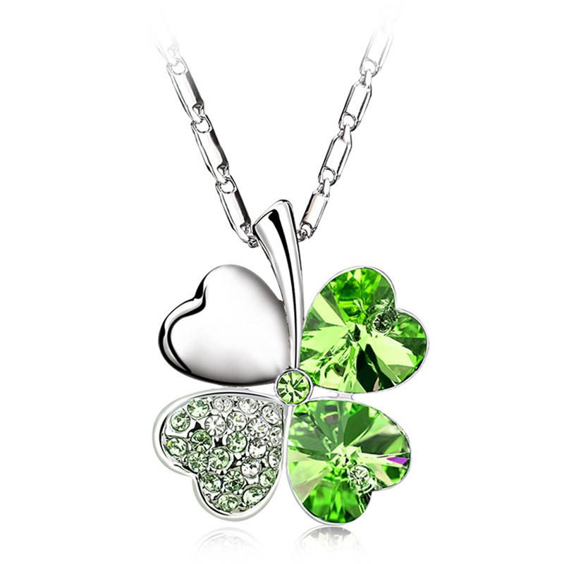 Krásný náhrdeník ve tvaru čtyřlístku. Zelená barva.