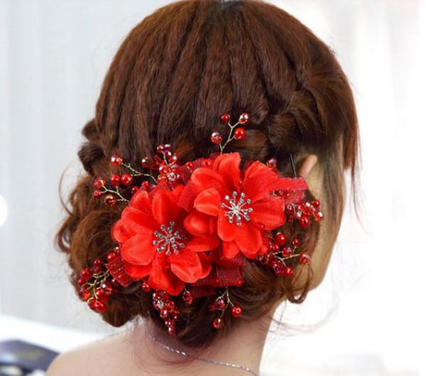 Luxusní svatební (plesová) ozdoba na vlasy.Červená