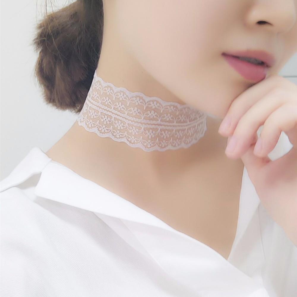 Bílý krajkový náhrdelník