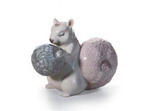 LLADRÓ Festive squirrel II porcelánová socha 01008164