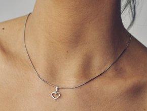 Stříbrný přívěsek srdce s kamínky malé 112301