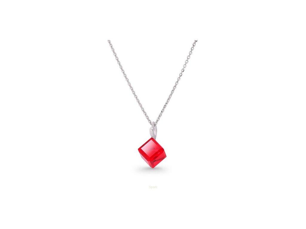 swarovski-nahrdelnik-s-cervenou-kockou-light-siam