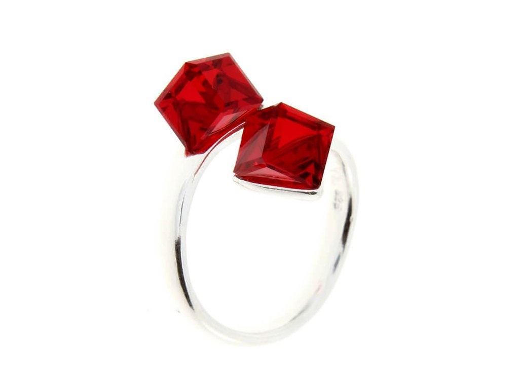 SWAROVSKI prsten strieborny cervene kocky P4841LS6