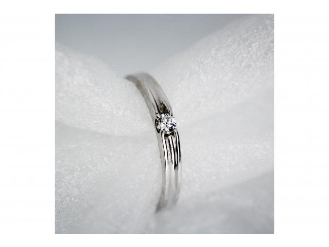 Prsten zásnubní s diamantem