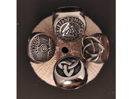 Prsten z chirurgické nerez oceli s keltskými a vikingskými symboly strom života, trojitý uzel a valknut