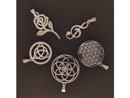 Decentní jemné řetízky s přívěskem z chirurgické nerez oceli 316L - symboly květina života (Sempiternal), růže, houslový klíč, triskel