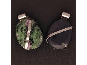 Ručně vyrobené přívěsky z oceli s polodrahokamy - rubín v zoisitu, modrý avanturín