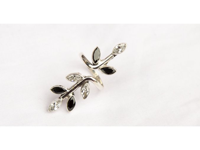 Prsten stříbrný květina Swarovski II.