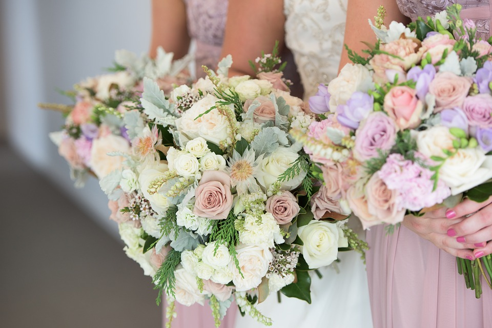 Svatební kytice je součást každé nevěsty