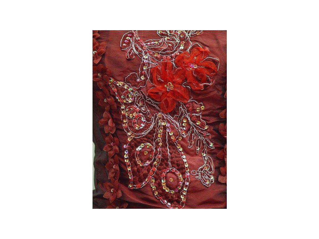 Červené bordó vínové společenské šaty pro plnoštíhlé s vyšívaným korzertem  a kytičky 1 ... 41432fed0c