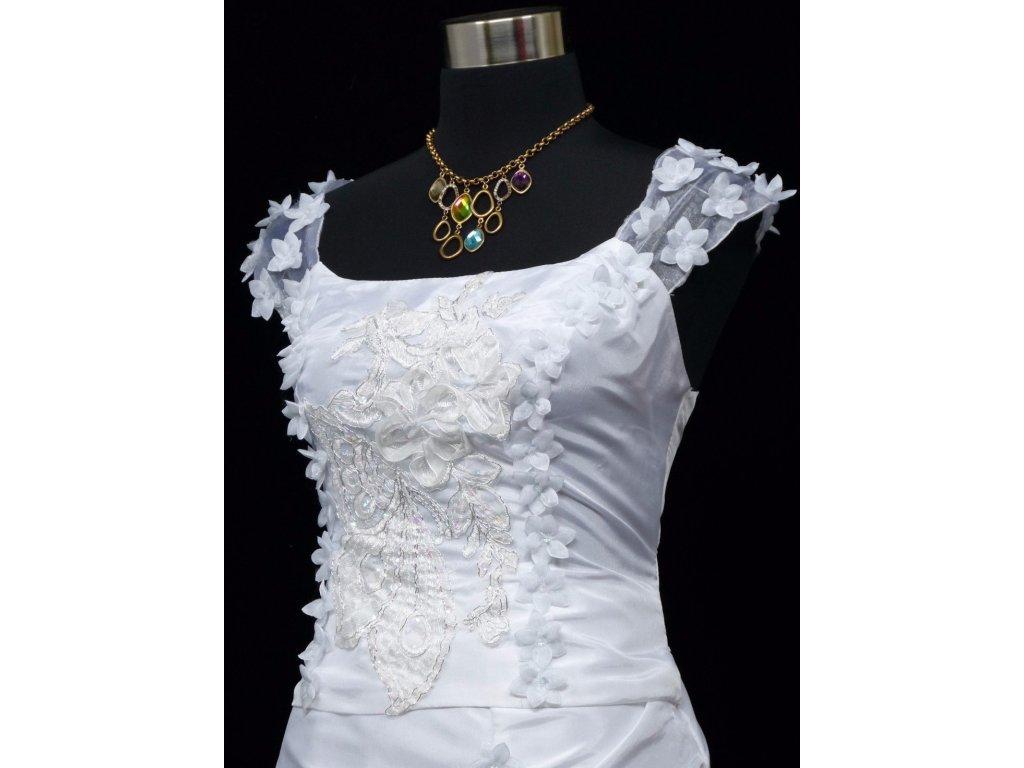 b1adf5ced39 ... Bílé dlouhé svatební šaty na hrubší ramínka a vyšívaným topem 3 ...
