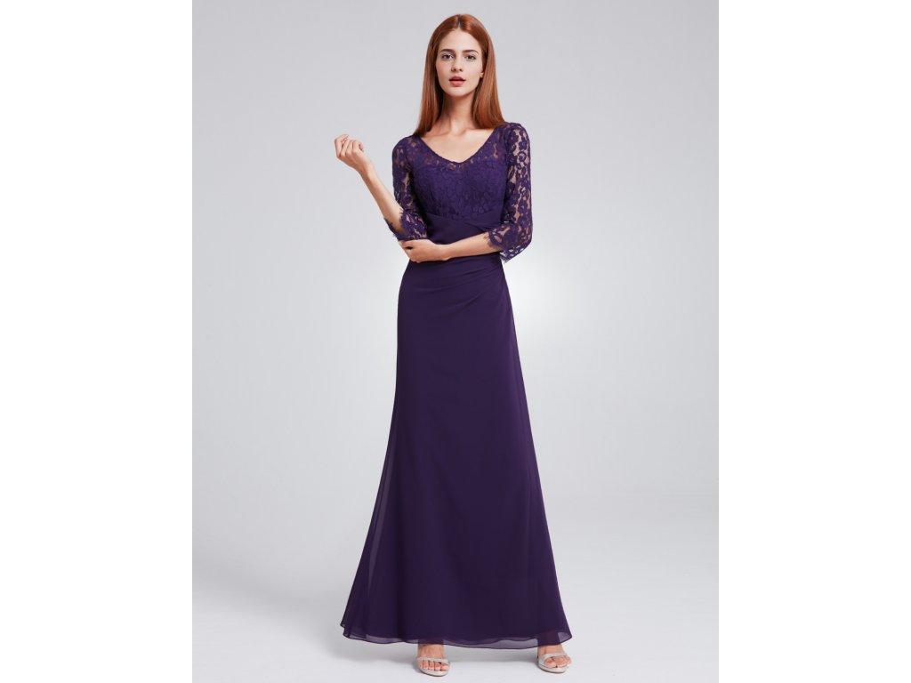 5dcfe7ae1076 Fialové dlouhé společenské šaty s krajkovým topem a polodlouhým ...