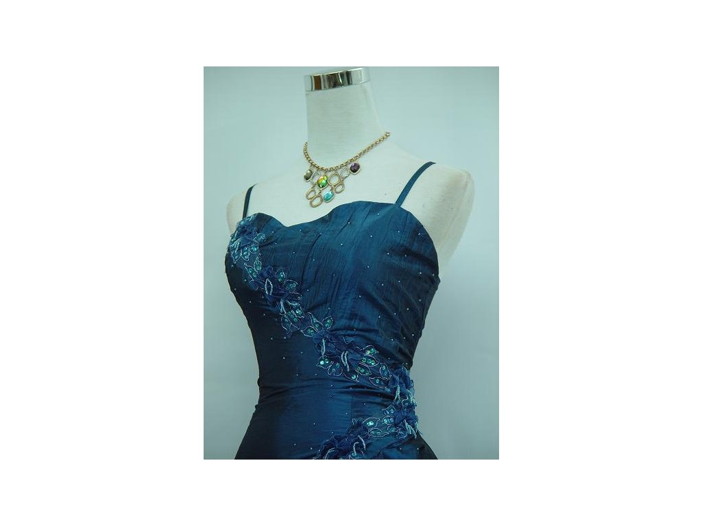 03f907264820 ... Modré krátké společenské šaty koktejlky s volány taneční 2 ...