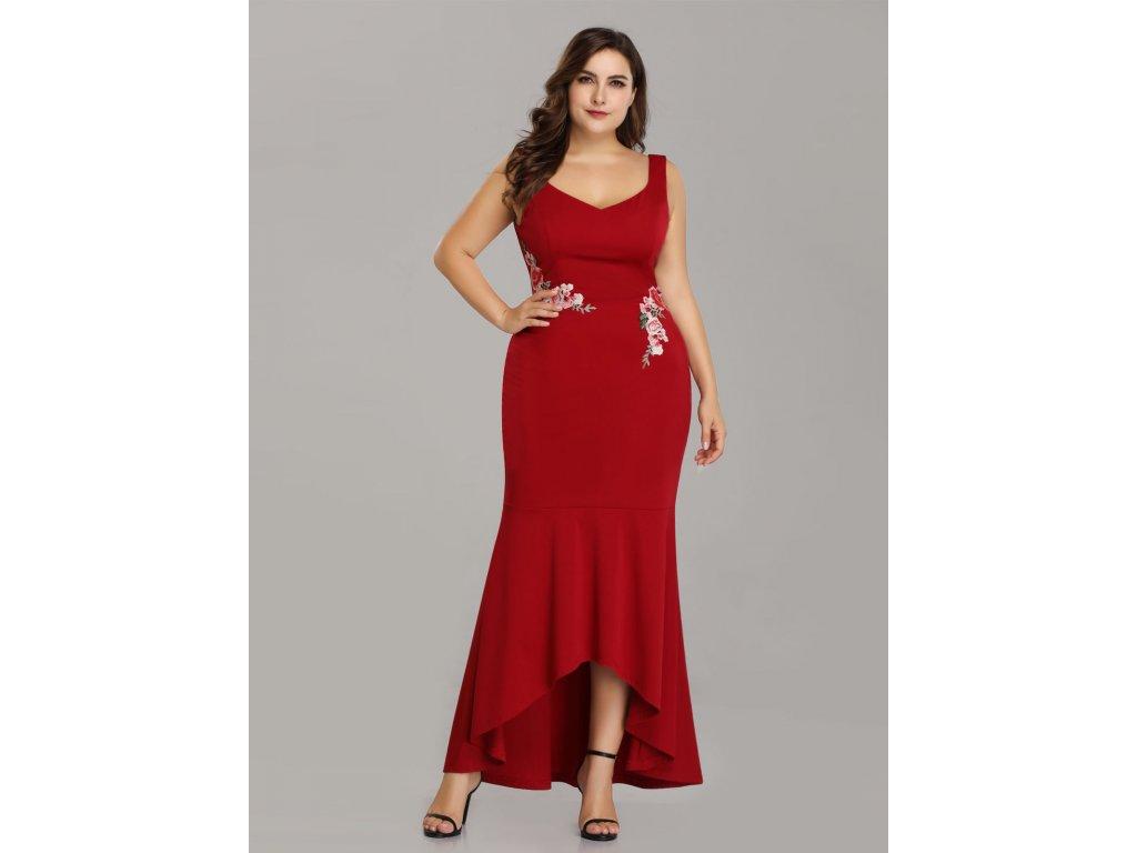 ... Červené společenské šaty s květinovou výšivkou pouzdrové vpředu kratší 00028b2c00