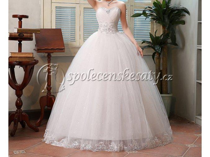 Bílé luxusní svatební šaty s krajkovým lemem