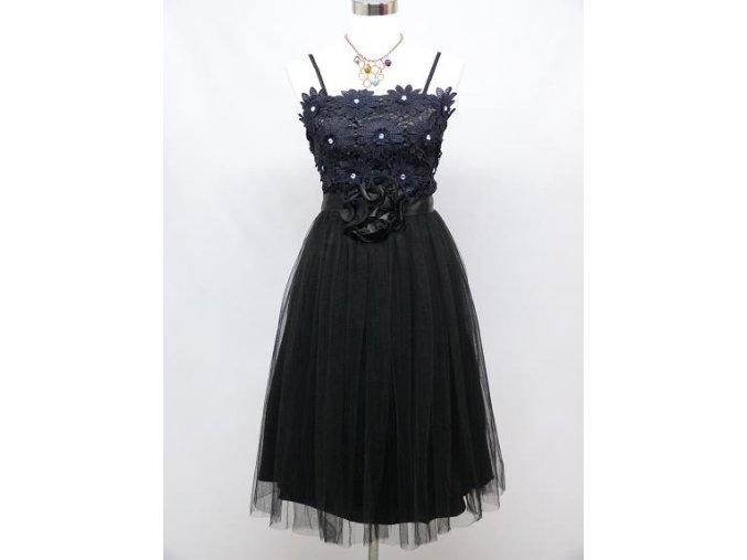 Černé krátké společenské šaty po kolena s krajkovými kytkami na ples