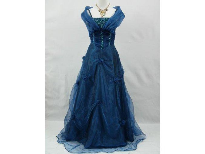 Modré dlouhé společenské svatební šaty se šálou kolem ramen