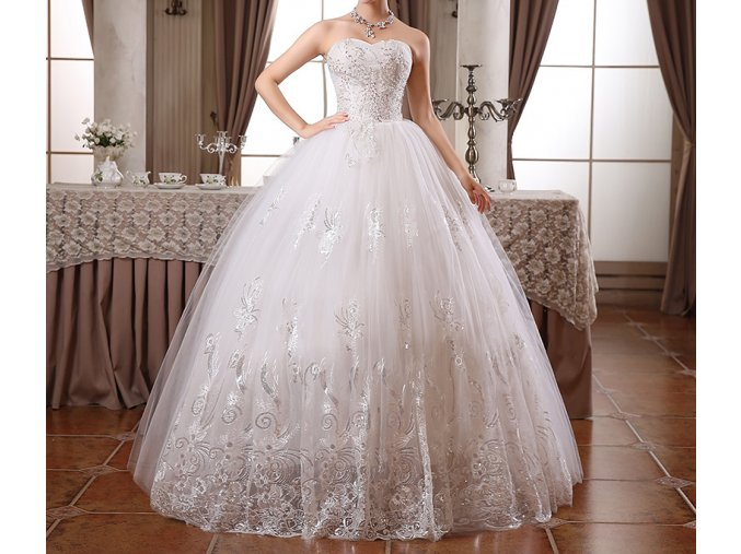 Bílé svatební vyšívané svatební šaty pro plnoštíhlou nevěsu