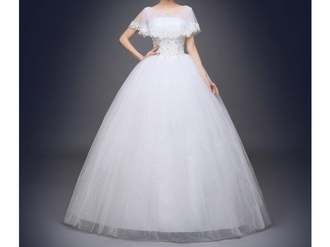 Bílé luxusní svatební šat se závojovým přehozem na svatbu