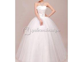 Bílé dlouhé svatební šaty s kopretinami 1