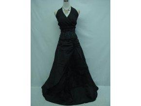 Černé společenské šaty na ples pro plnoštíhlé za krk vyšívane