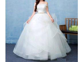 Bílé luxusní svatební šaty s vlečkou a zlatým páskem