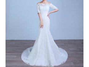 Bílé dlouhé svatební šaty z krajky s vlečkou a rukávky
