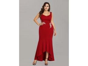 Červené společenské šaty s květinovou výšivkou pouzdrové vpředu kratší 5