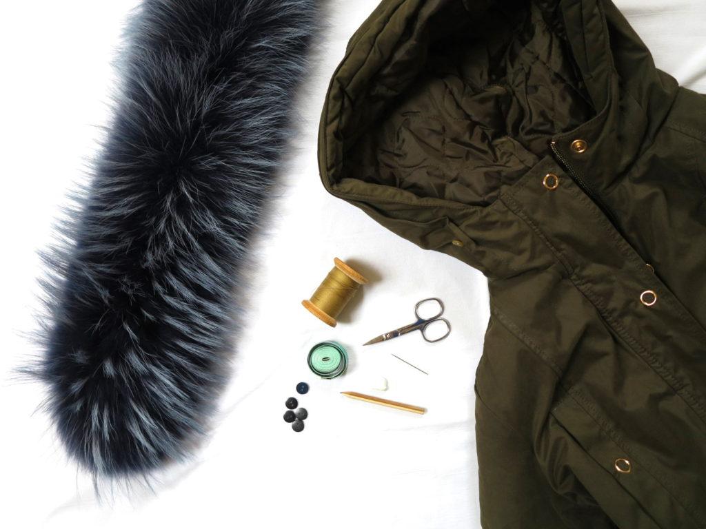 Jak připevnit nový kožešinový lem na kapuci mojí bundy?