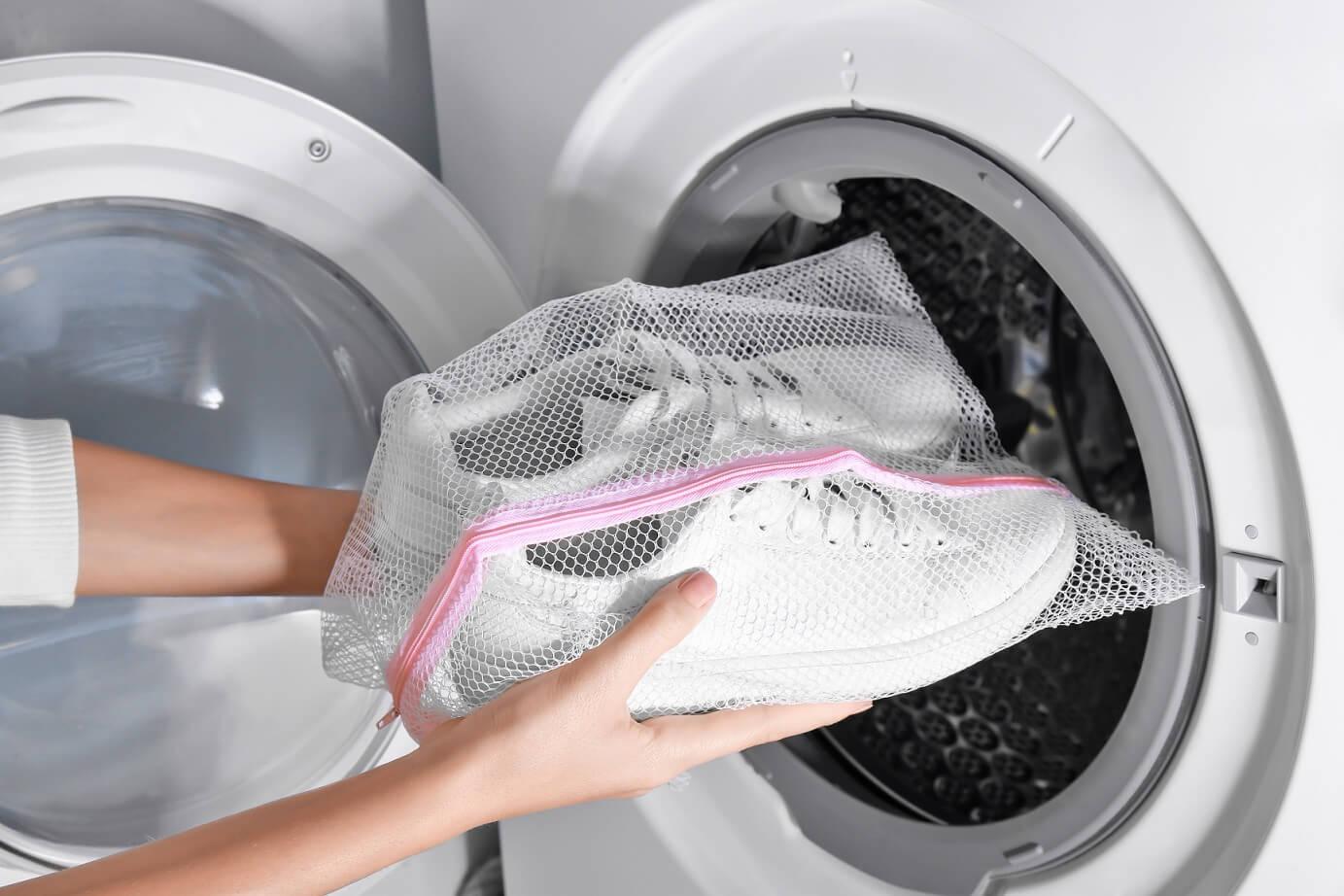 praní tenisek v pračce