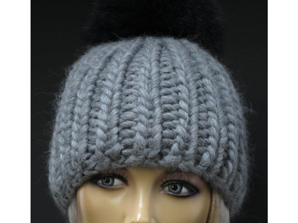 Ručně pletená čepice s kožešinovou bambulí 529 šedá - Špongr.cz 964419998e