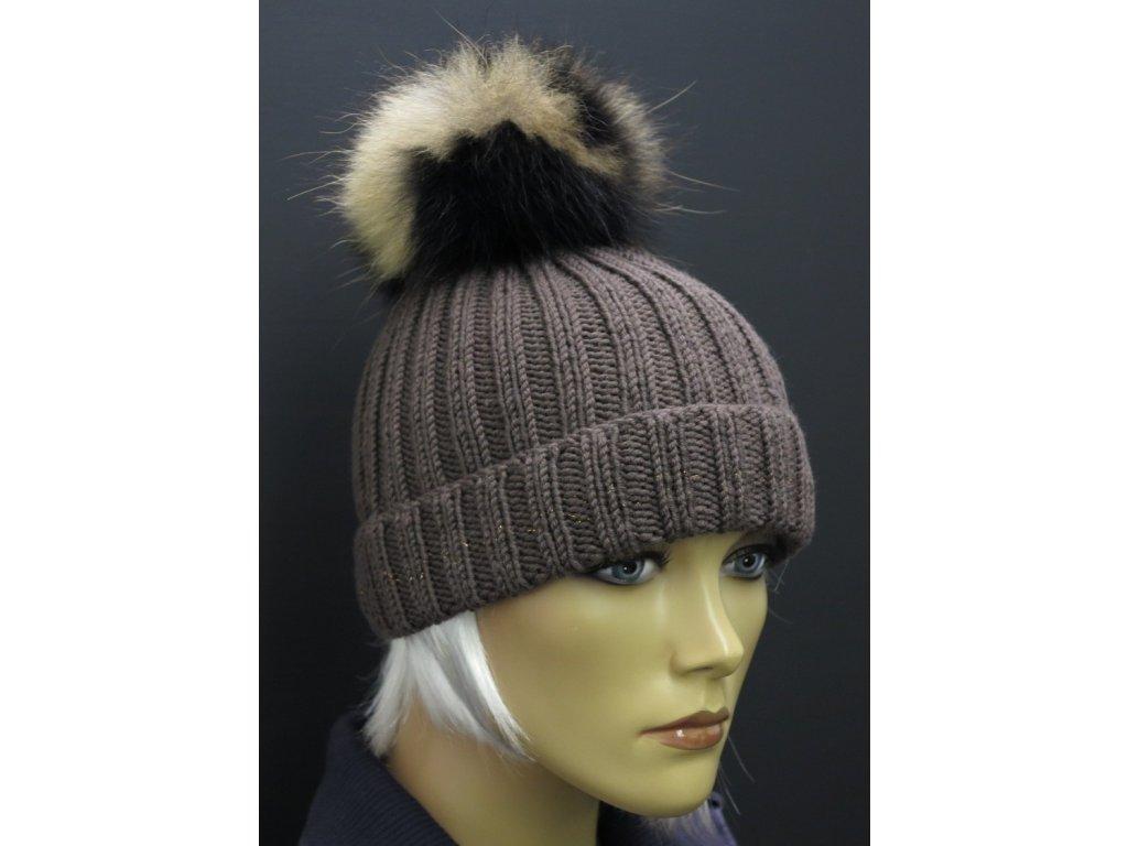 Zimní ručně pletená čepice s kožešinovou bambulí 452 hnědáDámská zimní pletená čepice s kožešinovou bambulí hnědá