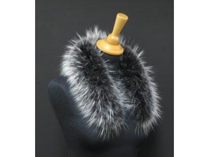 Krátká kožešina na kapuci z finského mývalovce 6052 Black & White 65 cm