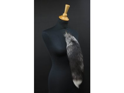 Kožešinový ohon na kabelku ze stříbrné lišky vínový č. 146